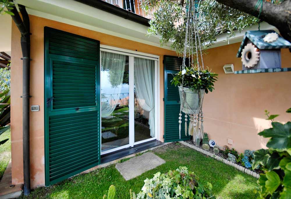 Esterno porta finestra e persiane