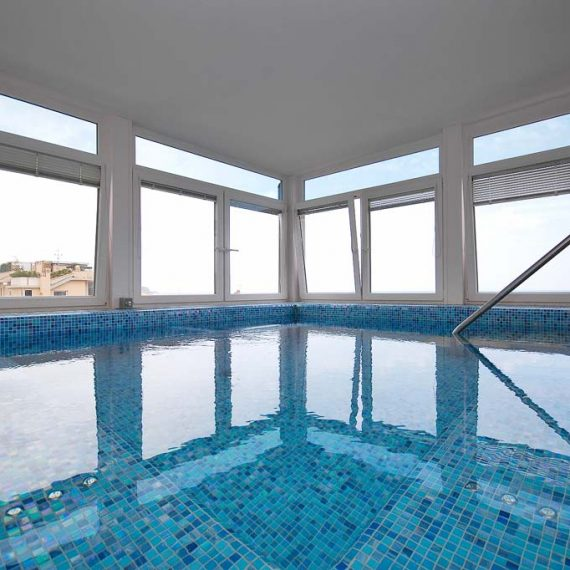 Serramenti bordo piscina